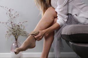 mennyit kell bekötözni a lábat visszeres műtét után)