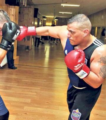 Hogyan kössük a kötszereket a thai és a klasszikus boksz