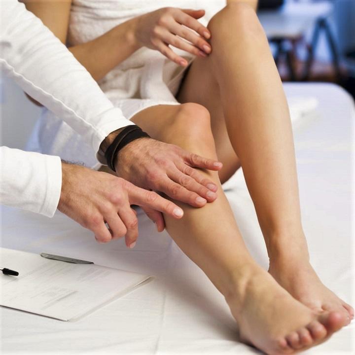 a lábak visszértágulatával sokat járhat)